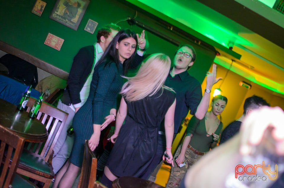 Friday Night Party, Green Pub