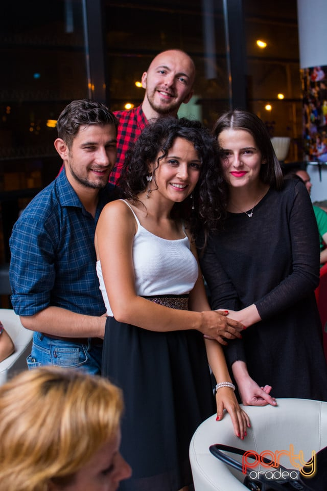 Seară de dans, Blondy's Art Café